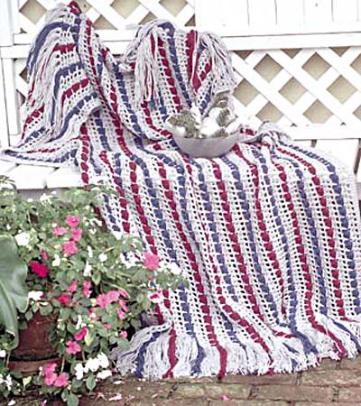 Smitten (a Holiday Garland) - Knitting Patterns and Crochet