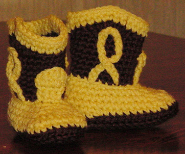 Free crochet booties pattern. Really cute pattern.