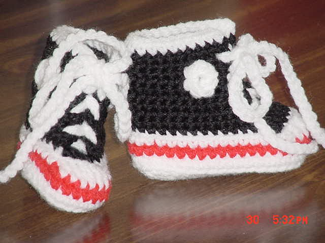 Free Crochet Pattern For Baby Converse : Crocheted Baby Sneaker Booties Pattern